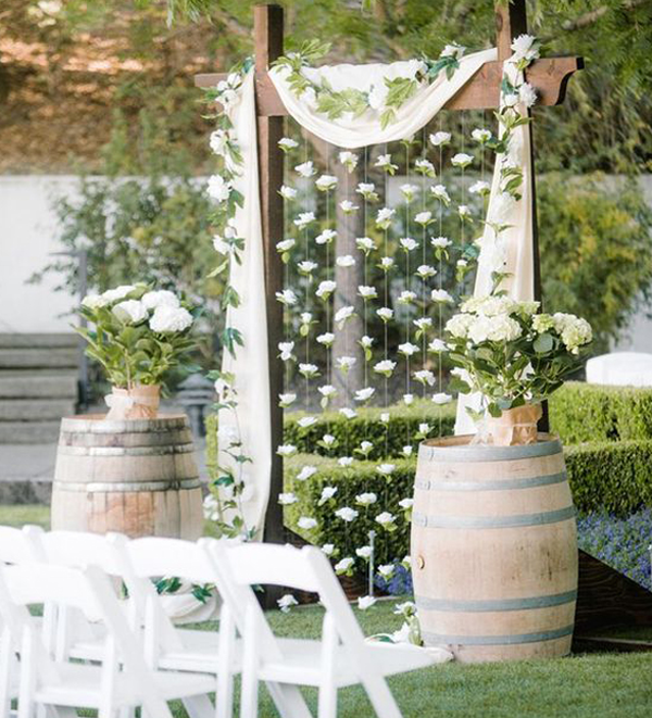 Simple-wedding-decoration-with-white-theme