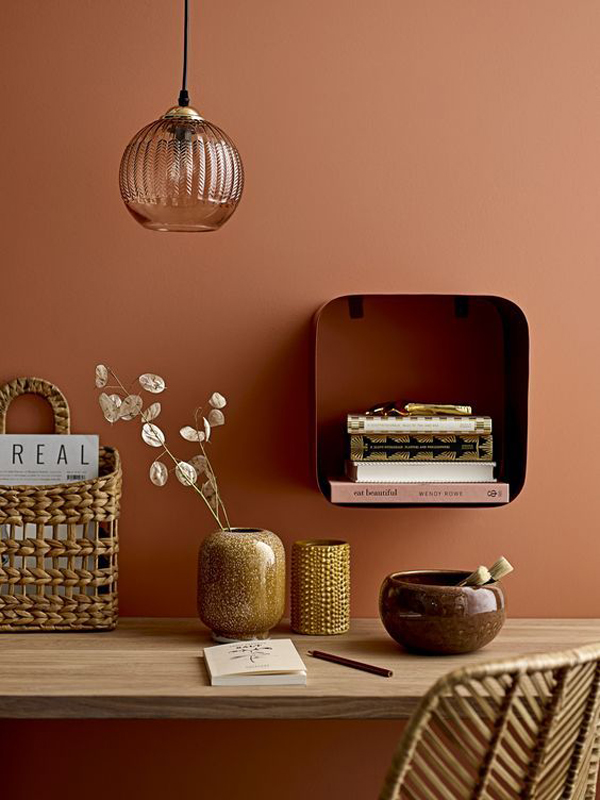 Study-desk-with-nude-color-theme