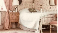 Vintage-bedroom-with-pink-color-theme