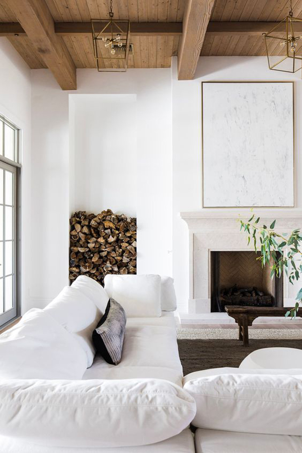 White--sofa-in-the-living-room