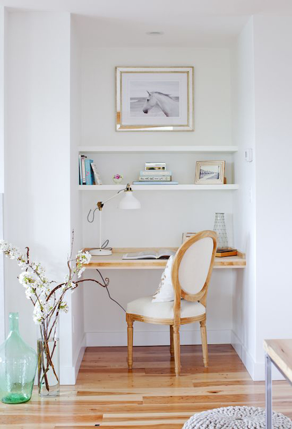 Beautiful-and-cozy-work-bench-decor