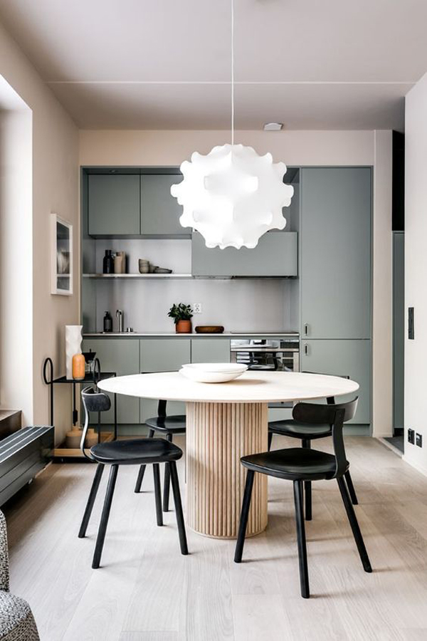Black-dining-chairs-and-beautiful-chandelier