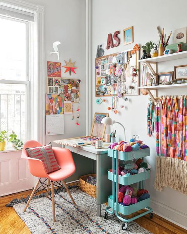 Colorful-study-desk-decorations-ideas
