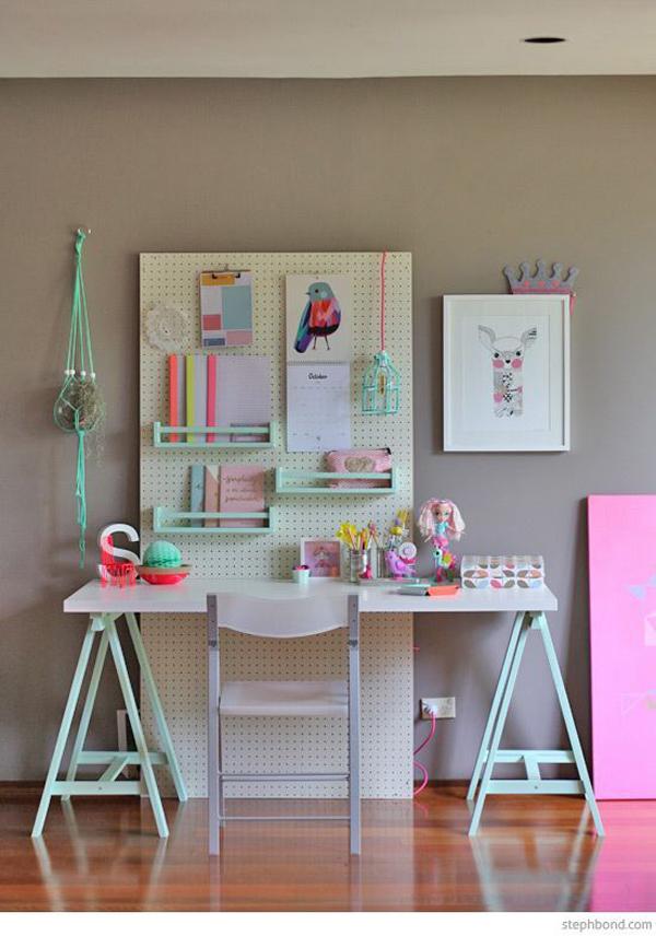 Girls-study-desk-decorations