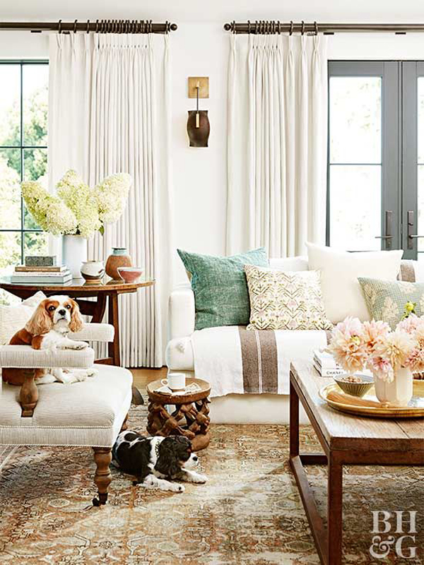 Living-room-and-white-curtains