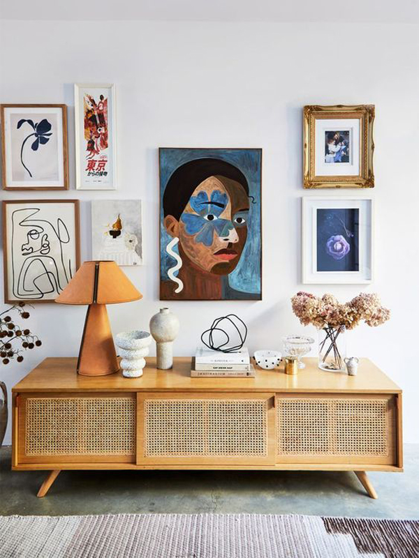 Living-room-with-art-decoration