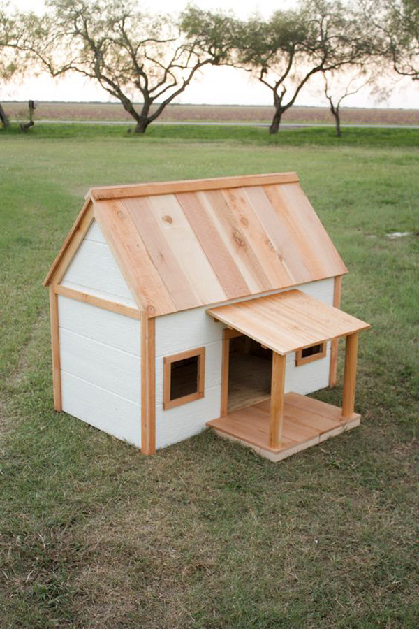 Outdoor-dog-house-with-porch
