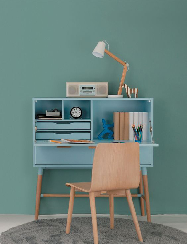 Simple-study-desk-and-storage