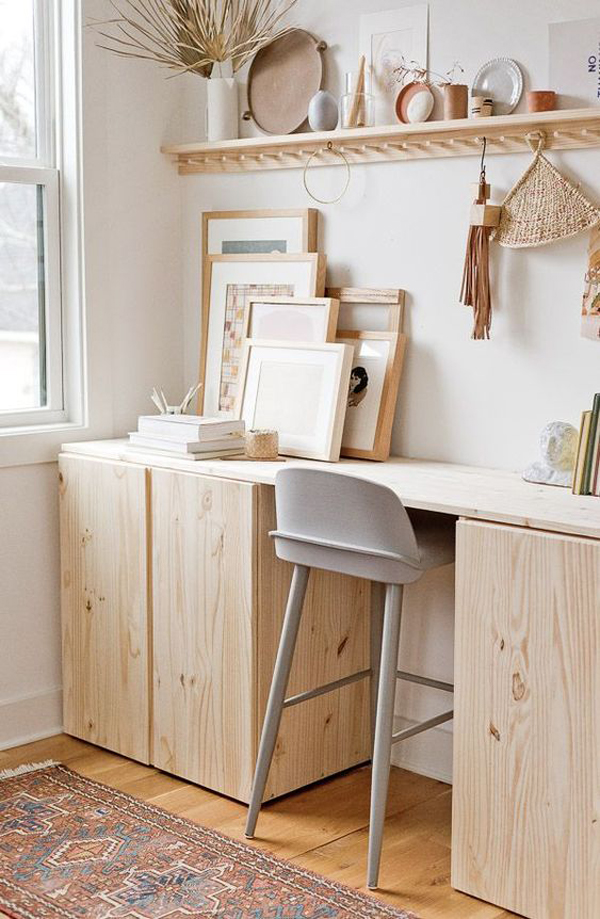 Standing-desk-with-vintage-decoration-theme