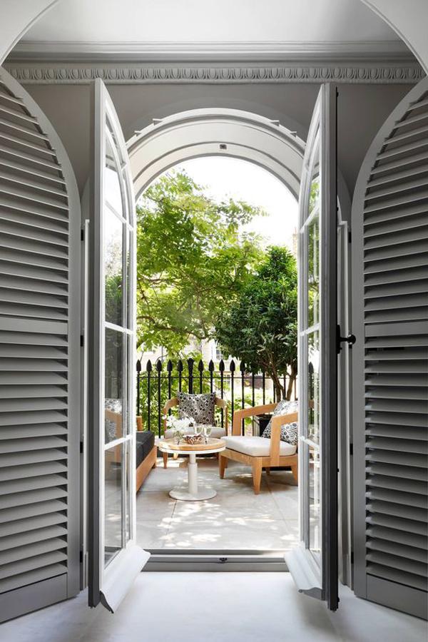 A-big-door-of-New-Delhi-house