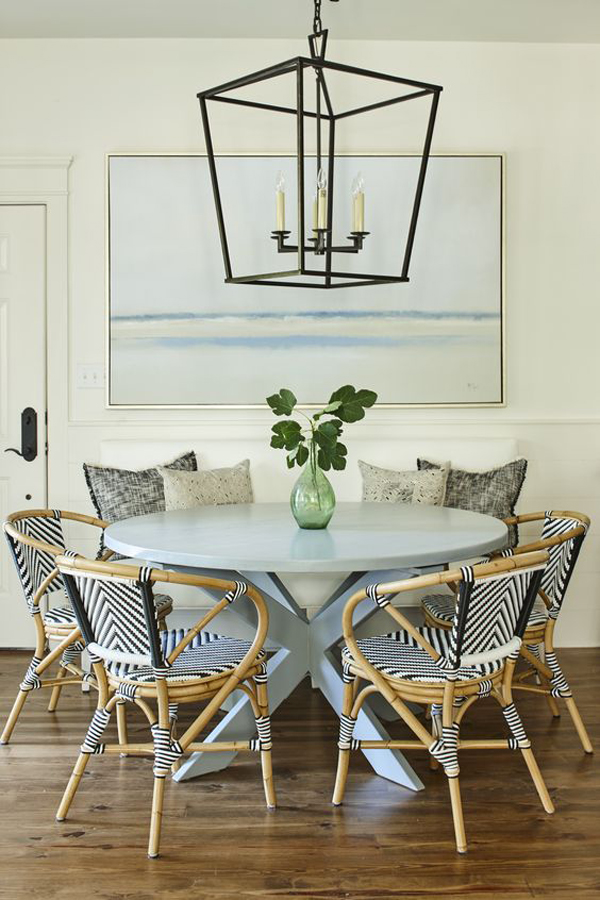 A-round-dining-table-set