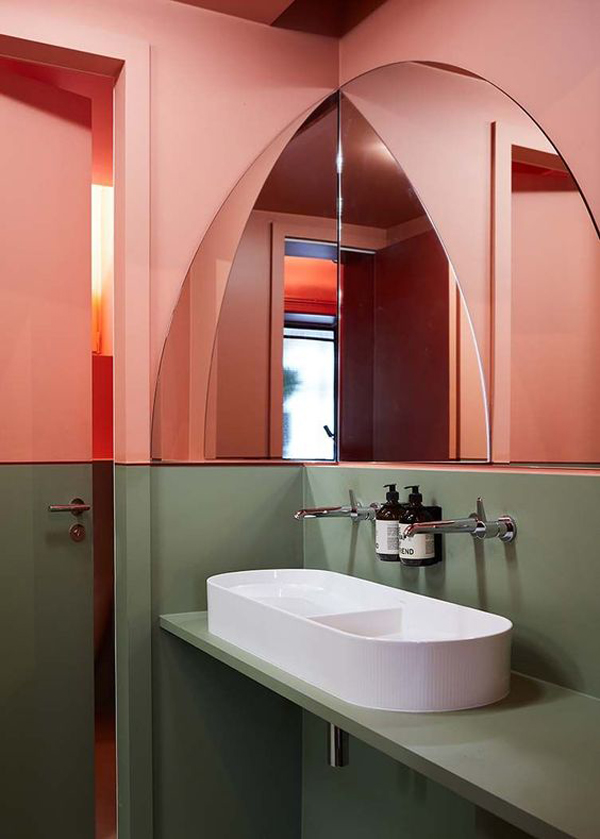 Bathroom-with-pink-theme