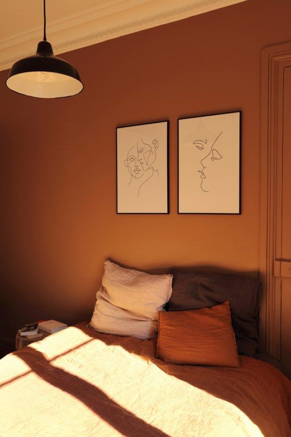 Bedroom-with-brown-wall-paint