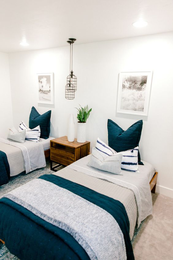 Boys-room-with-blue-and-white-theme