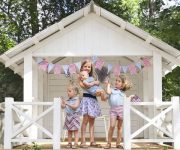 Comftable-outdoor-playhouse-ideas
