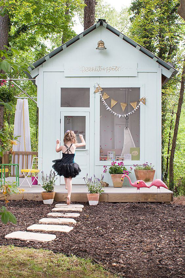 Cute-playhouse-ideas-with-large-window