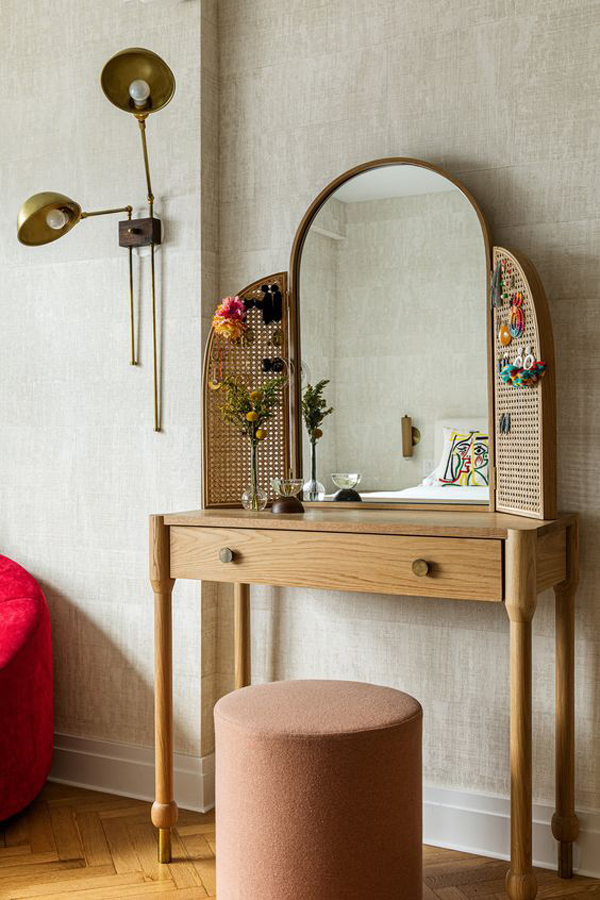 Dressing-table-with-wooden-wings
