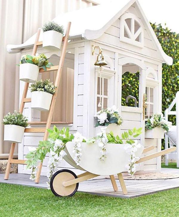 Luxurious-playhouse-with-white-theme