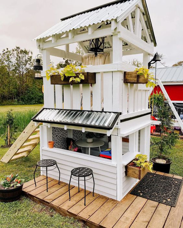 Perfect-playhouse-with-bar