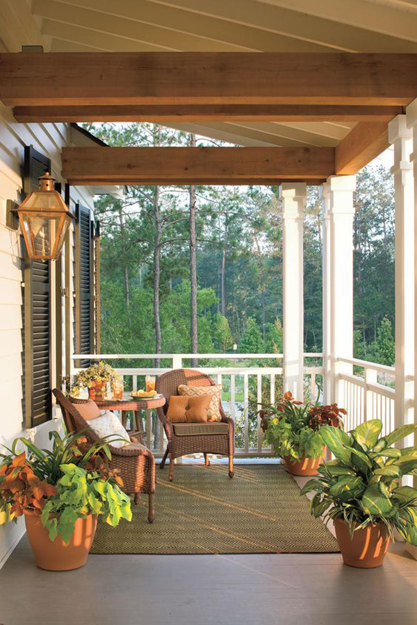 Porch-decoration-with-forest-theme