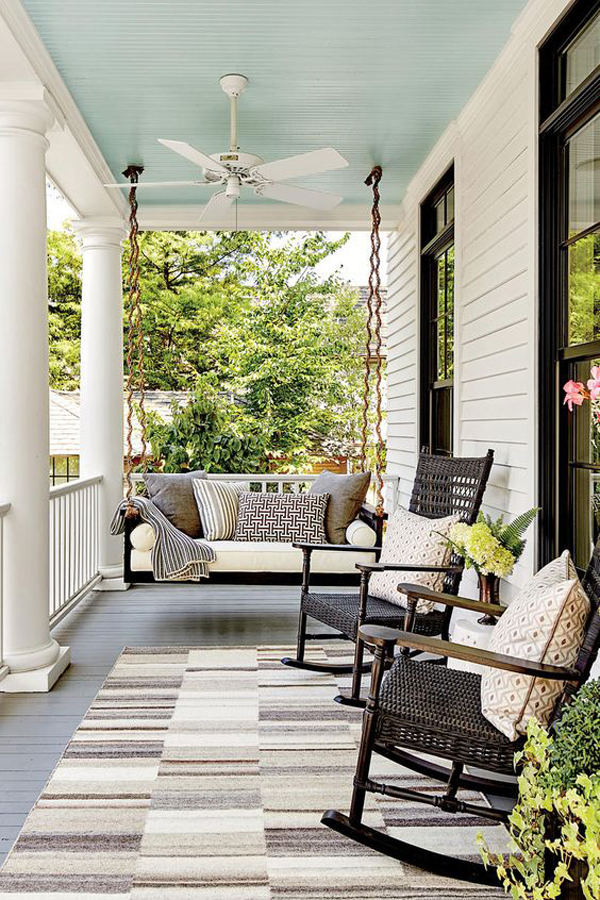 Rocking-chairs-on-the-terrace
