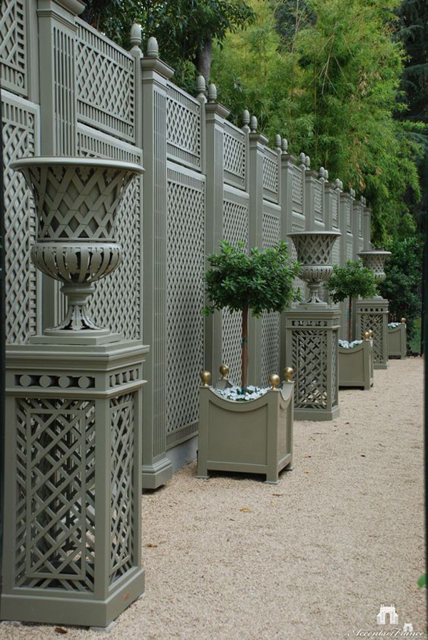 The-fence-outside-the-house