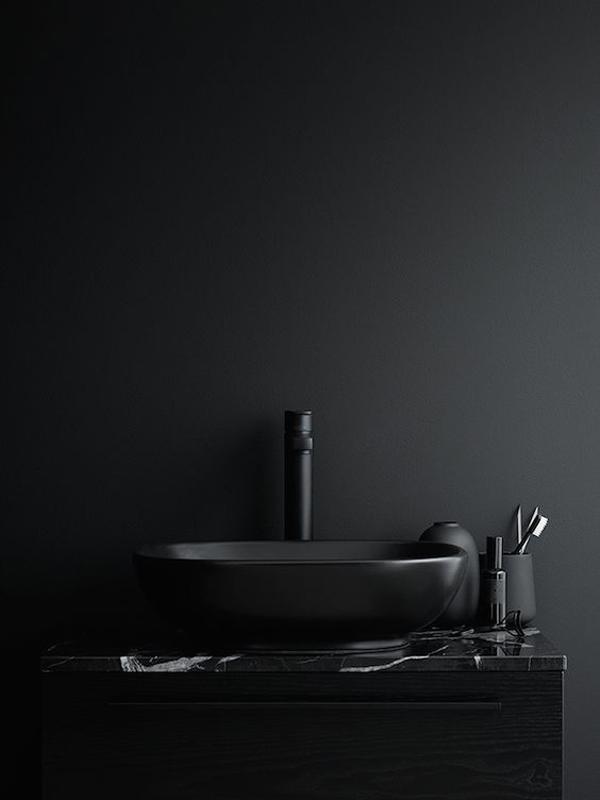 Total-black-bathroom-items