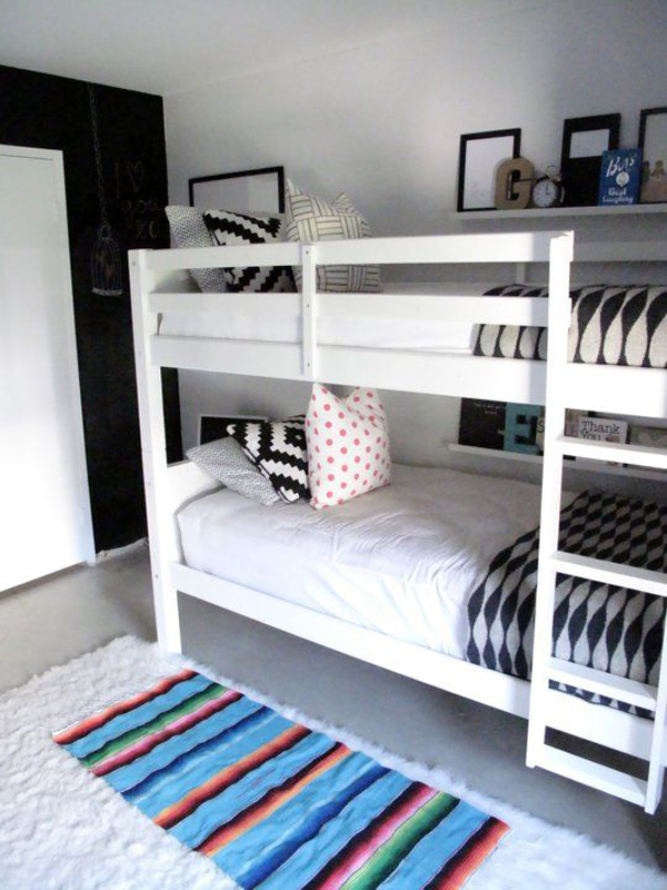 Twin-bedroom-with-simple-bunk-beds