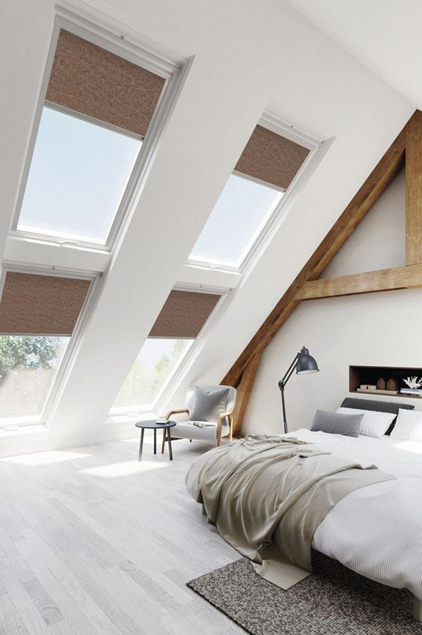 Master-bedroom-with-many-window