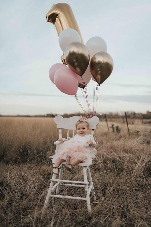 Outdoor-baby-photoshoot-decor