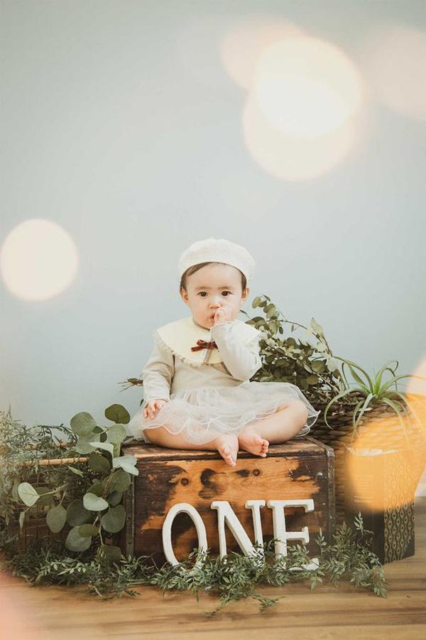 Vintage-baby-photoshoot-decor